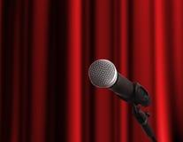Microfono sopra la tenda rossa Immagini Stock Libere da Diritti