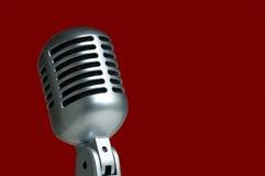 Microfono su colore rosso Fotografia Stock