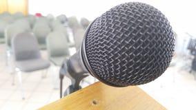 Microfono sul podio nella sala Immagine Stock Libera da Diritti