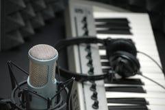 Microfoon bij de Studio van de Muziek Stock Foto's