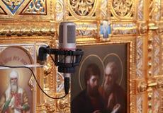 Microfoon in bijlage aan muur binnen Kathedraal stock foto's