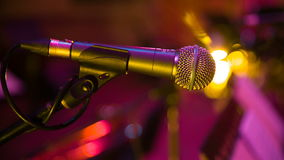 Microfoon in concertzaal stock footage