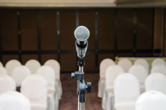 Microfoon in conferentieruimte Stock Foto