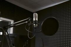 Microfoon in de radiostudio Royalty-vrije Stock Foto