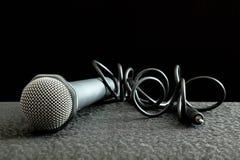 Microfoon en draad Royalty-vrije Stock Afbeeldingen