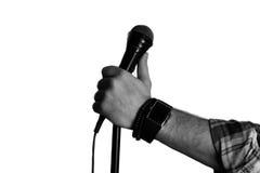 Microfoon geïsoleerde mensenhand Royalty-vrije Stock Foto