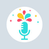 Microfoon met Kleurrijke Plonsen Openbaar het Spreken Teken Royalty-vrije Stock Foto's
