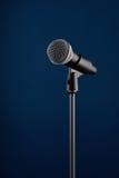 Microfoon op blauw Royalty-vrije Stock Fotografie