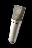 Microfoon op geïsoleerdee luchtstem Royalty-vrije Stock Foto's