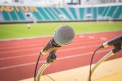 Microfoon op gebied van de lijst het zijsport in stadion Royalty-vrije Stock Afbeeldingen