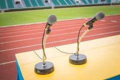 Microfoon op gebied van de lijst het zijsport in stadion Stock Afbeelding