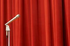 Microfoon op rood Stock Fotografie