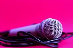 Microfoon op roze Stock Foto