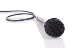 Microfoon op spiegelvloer Stock Foto's