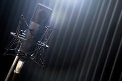 Microfoon op tribune Stock Foto's