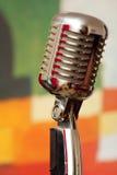Microfoon op vloertribune Stock Afbeelding