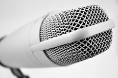 Microfoon op witte Achtergrond Stock Afbeelding