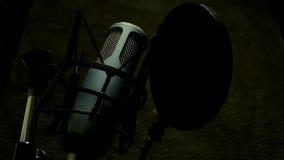 Microfoon in studio stock videobeelden