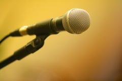 Microfoon in tribune Royalty-vrije Stock Afbeeldingen