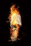 Microfoon in vlammen Royalty-vrije Stock Foto's