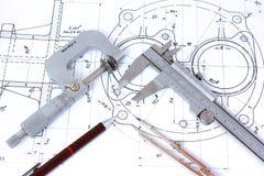 Micromètre, étrier, crayon mécanique et compas Images libres de droits