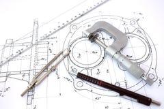 Micrometer, kompas, heerser en potlood op blauwdruk Royalty-vrije Stock Afbeelding