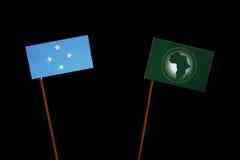 Micronesian flagga med afrikanska unionenflaggan som isoleras på svart royaltyfria bilder