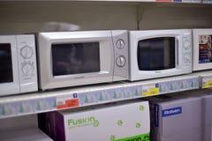 microonda en el supermercado Imagenes de archivo