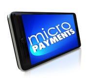 Micropayments que enviam o dinheiro através de pagar móvel do telefone celular esperto Fotos de Stock Royalty Free