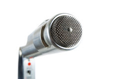 Microphone argenté de cru sur le blanc. Photographie stock libre de droits