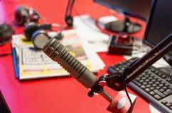 Microphone au studio d'enregistrement ou à la station de radio Image libre de droits