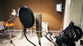 Microphone avec le filtre de bruit et le bâti de choc image stock