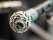 Microphone brillant sur l'étape - 1 Photos libres de droits