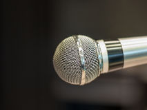 Microphone brillant sur l'étape avant le concert - 3 Images stock
