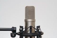 Microphone dans le studio d'enregistrement Images libres de droits