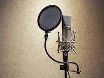 Microphone dans le studio d'enregistrement sonore Microphone professionnel image libre de droits