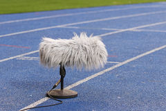 Microphone de sport professionnel près du terrain de football Image libre de droits