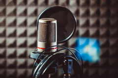 Microphone de studio sur le support Images stock