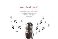 Microphone de vintage avec la musique de feuille Photos libres de droits