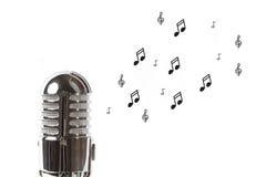 Microphone de vintage avec la musique de feuille Photo stock