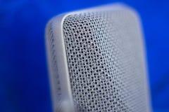 Microphone de voix d'enregistrement de studio Images stock
