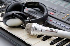 Microphone and ear-phones lie Royalty Free Stock Photography