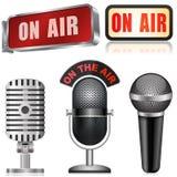 Microphone et sur le signe d'air Photographie stock libre de droits