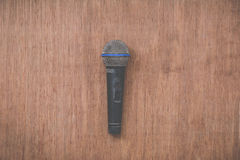 Microphone on grunge wooden background Royalty Free Stock Images