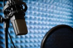 Free Microphone In Recording Studio On Acoustic Foam Panel Background Royalty Free Stock Photos - 195181828