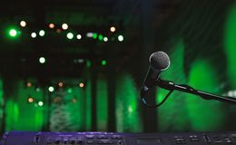 Microphone infront of a green Hall Royalty Free Stock Images
