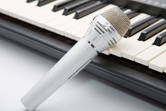 The microphone lies on the keyboard Royalty Free Stock Photos