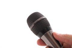Microphone noir dans la main de l'homme Photo stock