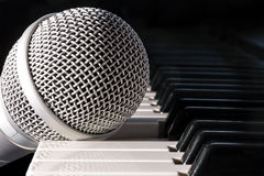 Microphone and piano keyboard Royalty Free Stock Photography