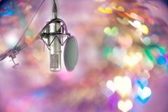 Microphone plaçant prêt pour le DJ en partie de célébration Images stock